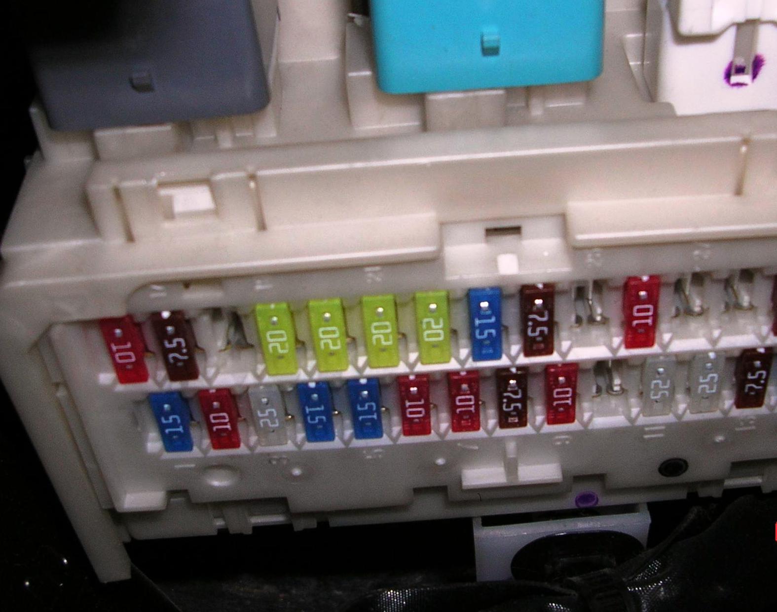 схема блока предохранителей тойота королла вагон